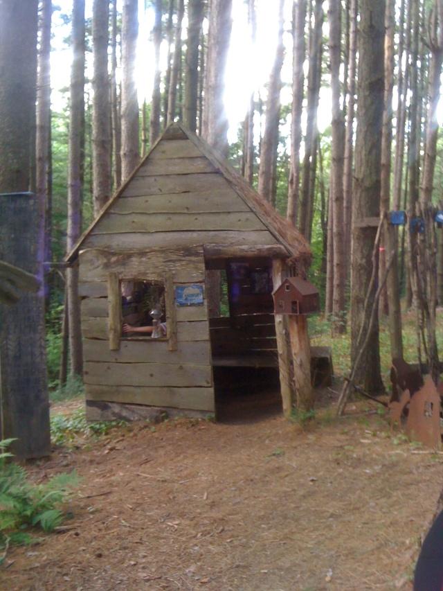 Birdhouse elf house